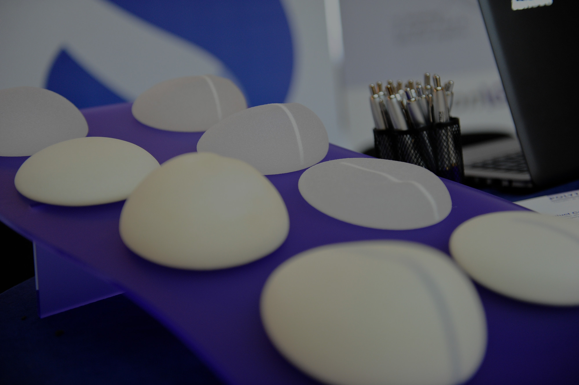 Implantes de busto en aparador